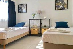 Спальня 2. Кипр, Пернера : Апартамент в комплексе с бассейном, в 100 метрах от пляжа, с гостиной, тремя спальнями, двумя ванными комнатами и двумя балконами с видом на море