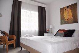 Спальня. Кипр, Пернера : Апартамент в комплексе с бассейном, c гостиной, двумя спальнями, двумя ванными комнатами и балконом с видом на море