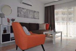 Гостиная. Кипр, Пернера : Апартамент в комплексе с бассейном, c гостиной, двумя спальнями, двумя ванными комнатами и балконом с видом на море