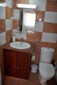 Ванная комната. Кипр, Ларнака город : Апартамент с гостиной, отдельной спальней и балконом с видом на море