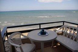 Балкон. Кипр, Ларнака город : Студия на первой линии с шикарным видом на море