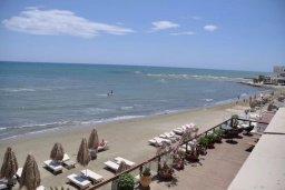 Вид на море. Кипр, Ларнака город : Студия на первой линии с шикарным видом на море