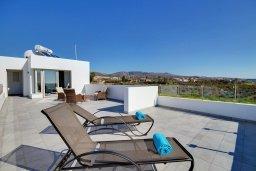 Терраса. Кипр, Корал Бэй : Роскошная вилла с 5-ю спальнями, с видом на море, с бассейном, детской площадкой и зелёной территорией с патио и барбекю