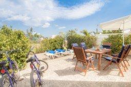 Терраса. Кипр, Каво Марис Протарас : Уютная вилла с 2-мя спальнями, с зелёным двориком с патио и барбекю, расположена около залива Fig Tree Bay