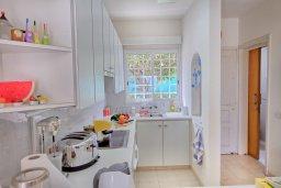 Кухня. Кипр, Каво Марис Протарас : Уютная вилла с 2-мя спальнями, с зелёным двориком с патио и барбекю, расположена около залива Fig Tree Bay