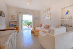 Гостиная. Кипр, Каво Марис Протарас : Уютная вилла с 2-мя спальнями, с зелёным двориком с патио и барбекю, расположена около залива Fig Tree Bay