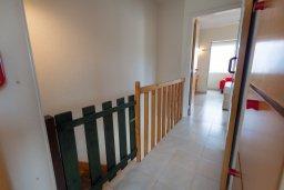 Коридор. Кипр, Каво Марис Протарас : Уютная вилла с 2-мя спальнями, с зелёным двориком с патио и барбекю, расположена около залива Fig Tree Bay