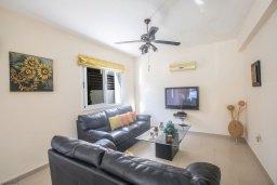 Гостиная. Кипр, Коннос Бэй : Уютная вилла с 3-мя спальнями, с бассейном и просторным двориком с патио и барбекю