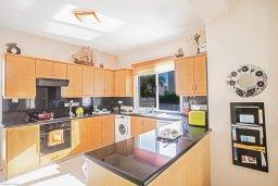 Кухня. Кипр, Коннос Бэй : Уютная вилла с 3-мя спальнями, с бассейном и просторным двориком с патио и барбекю