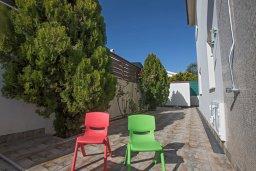 Терраса. Кипр, Коннос Бэй : Уютная вилла с 3-мя спальнями, с бассейном и просторным двориком с патио и барбекю
