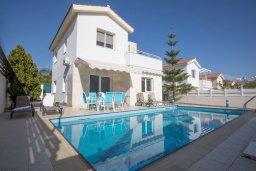 Фасад дома. Кипр, Коннос Бэй : Уютная вилла с 3-мя спальнями, с бассейном и просторным двориком с патио и барбекю