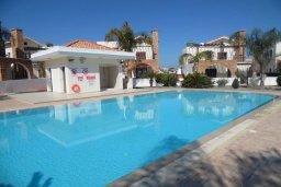 Бассейн. Кипр, Ионион - Айя Текла : Прекрасная вилла с общим бассейном, с 4-мя спальнями, с тенистой террасой с патио и барбекю