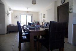 Обеденная зона. Кипр, Ионион - Айя Текла : Прекрасная вилла с общим бассейном, с 4-мя спальнями, с тенистой террасой с патио и барбекю