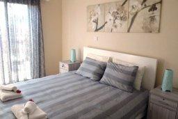 Спальня. Кипр, Центр Айя Напы : Восхитительный апартамент в комплексе с бассейном, с большой гостиной, двумя отдельными спальнями, частным двориком с патио и барбекю