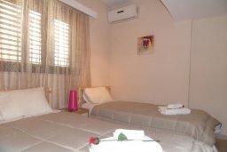 Спальня 2. Кипр, Центр Айя Напы : Восхитительный апартамент в комплексе с бассейном, с большой гостиной, двумя отдельными спальнями, частным двориком с патио и барбекю