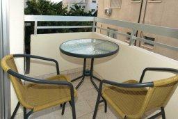 Балкон. Кипр, Центр Лимассола : Апартамент в 50 метрах от пляжа, с гостиной, отдельной спальней и балконом