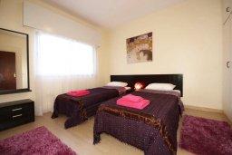 Спальня. Кипр, Центр Лимассола : Апартамент в 50 метрах от пляжа, с гостиной, отдельной спальней и балконом