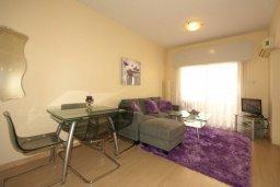 Гостиная. Кипр, Центр Лимассола : Апартамент в 50 метрах от пляжа, с гостиной, отдельной спальней и балконом