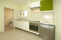 Кухня. Кипр, Центр Лимассола : Апартамент в 50 метрах от пляжа, с гостиной, двумя отдельными спальнями и балконом с видом на море