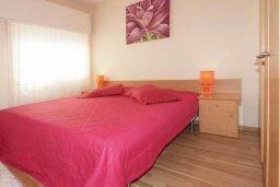 Спальня. Кипр, Центр Лимассола : Апартамент в 50 метрах от пляжа, с гостиной, двумя отдельными спальнями и балконом с видом на море