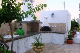 Территория. Кипр, Декелия - Ороклини : Двухэтажная вилла с двориком недалеко от пляжа, 3 спальни, 2 ванные комнаты, Wi-Fi