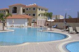 Бассейн. Кипр, Каппарис : Апартамент с гостиной, тремя спальнями, двумя ванными комнатами и балконом, в комплексе с общим бассейном, Spa-центром и тренажерным залом