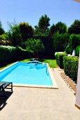 Кипр, Айос Тихонас Лимассол : Прекрасная вилла с бассейном и зеленым двориком, 3 спальни, 3 ванные комнаты, барбекю, парковка, Wi-FI