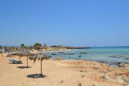 Ближайший пляж. Кипр, Сиренс Бич - Айя Текла : Роскошная вилла с бассейном на первой линии, патио с шикарным видом на море, 5 спален, 4 ванные комнаты, барбекю, парковка, Wi-Fi