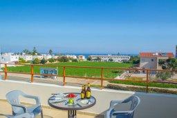 Балкон. Кипр, Коннос Бэй : Просторный апаратмент с гостиной, двумя спальнями и балконом с видом на море