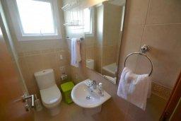 Туалет. Кипр, Каппарис : Апартамент с 2-мя спальнями и балконом, в комплексе с бассейном и детской площадкой