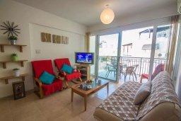 Гостиная. Кипр, Каппарис : Апартамент с 2-мя спальнями и балконом, в комплексе с бассейном и детской площадкой
