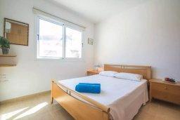 Спальня. Кипр, Каппарис : Апартамент с 2-мя спальнями и балконом, в комплексе с бассейном и детской площадкой