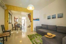 Гостиная. Кипр, Каппарис : Прекрасная вилла с 2-мя спальнями, с бассейном и тенистой террасой с патио