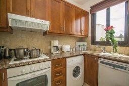 Кухня. Кипр, Каппарис : Прекрасная вилла с 2-мя спальнями, с бассейном и тенистой террасой с патио