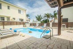Бассейн. Кипр, Каппарис : Прекрасная вилла с 2-мя спальнями, с бассейном и тенистой террасой с патио