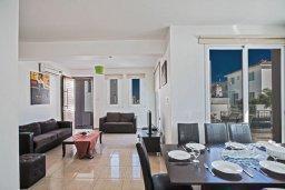 Гостиная. Кипр, Пернера Тринити : Современная вилла с бассейном и двориком, 4 спальни, 3 ванные комнаты, барбекю, парковка, Wi-Fi