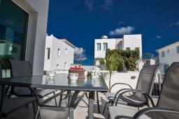 Обеденная зона. Кипр, Пернера Тринити : Современная вилла с бассейном и двориком, 4 спальни, 3 ванные комнаты, барбекю, парковка, Wi-Fi