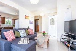 Гостиная. Кипр, Санрайз Протарас : Прекрасная вилла с 2-мя спальнями, с бассейном и солнечной террасой с патио и барбекю, расположена в тихом районе Протараса