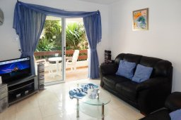 Гостиная. Кипр, Центр Айя Напы : Апартамент в центре Айа-Напы с гостиной, двумя спальнями и балконом