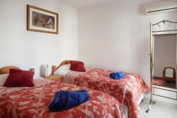 Спальня 2. Кипр, Центр Айя Напы : Апартамент в центре Айа-Напы с гостиной, двумя спальнями и балконом