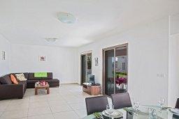 Гостиная. Кипр, Нисси Бич : Современная вилла с бассейном и зеленым двориком, 3 спальни, 2 ванные комнаты, барбекю, парковка, Wi-Fi