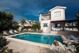 Фасад дома. Кипр, Сиренс Бич - Айя Текла : Роскошная вилла с потрясающим видом на море, с 3-мя спальнями, с бассейном, в окружение пышного сада, с патио и барбекю