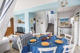 Обеденная зона. Кипр, Сиренс Бич - Айя Текла : Роскошная вилла с потрясающим видом на море, с 3-мя спальнями, с бассейном, в окружение пышного сада, с патио и барбекю