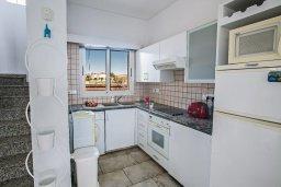 Кухня. Кипр, Сиренс Бич - Айя Текла : Роскошная вилла с потрясающим видом на море, с 3-мя спальнями, с бассейном, в окружение пышного сада, с патио и барбекю