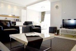 Гостиная. Кипр, Гермасойя Лимассол : Апартамент в 50 метрах от пляжа, с гостиной, отдельной спальней и террасой с видом на море