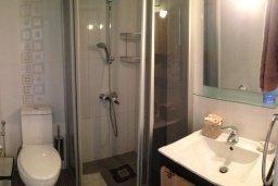 Ванная комната. Кипр, Гермасойя Лимассол : Премьер апартамент в 50 метрах от пляжа, с гостиной, двумя спальнями и балконом с видом на сад