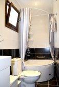 Ванная комната. Кипр, Гермасойя Лимассол : Апартамент в 50 метрах от пляжа, с гостиной, двумя спальнями, двумя ванными комнатами и террасой с видом на сад