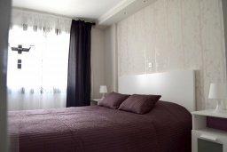 Спальня. Кипр, Гермасойя Лимассол : Апартамент в 50 метрах от пляжа, с гостиной, двумя спальнями, двумя ванными комнатами и террасой с видом на сад