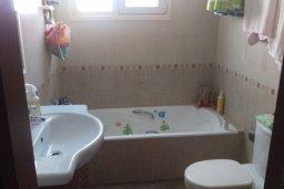 Ванная комната. Кипр, Гермасойя Лимассол : Прекрасный мезонет в комплексе с бассейном, 3 спальни, приватный дворик, парковка, Wi-Fi