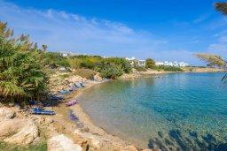 Ближайший пляж. Кипр, Пернера : Прекрасная вилла с 3-мя спальнями, с бассейном и зеленым двориком с патио и барбекю
